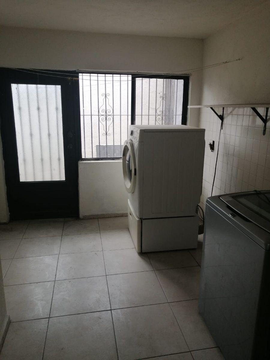 17 de 36: Lavanderìa y baño de servicio