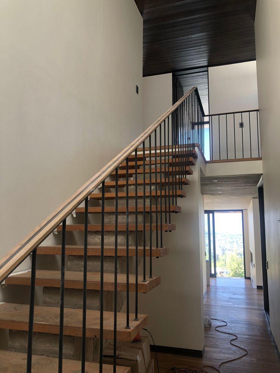 12 de 22: Escalera segundo piso