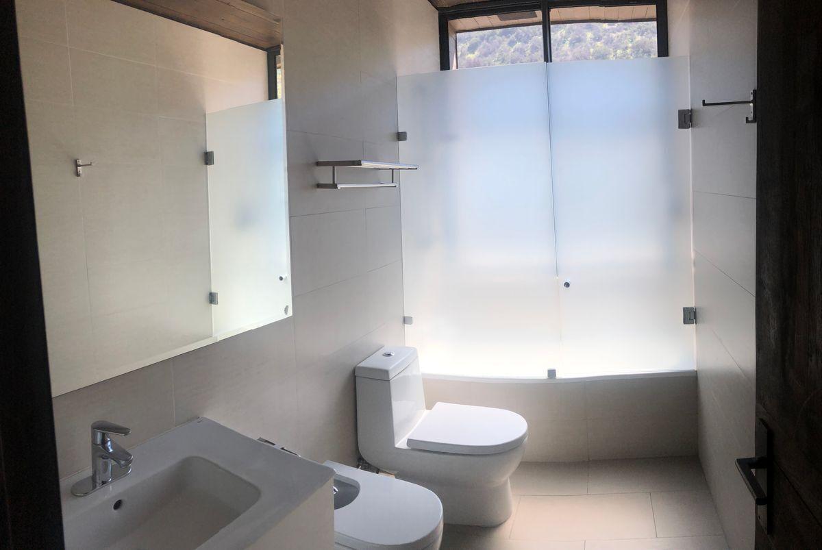15 de 22: Baño en suite segundo piso