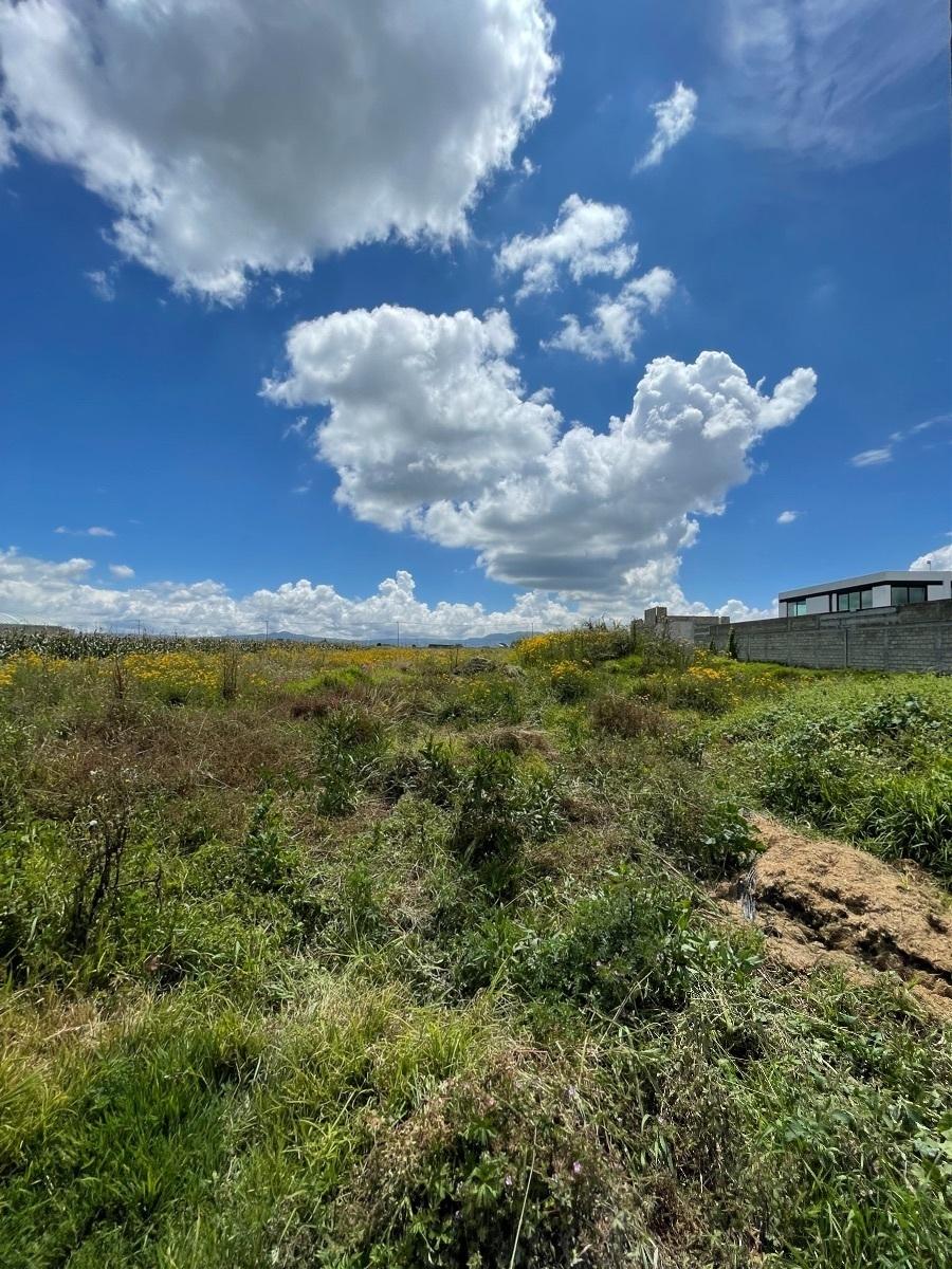 2 de 2: Colinda con una casa construida en un terreno similar