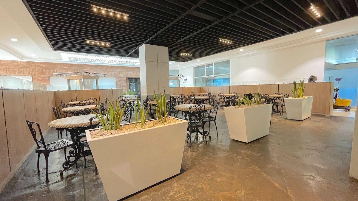 4 de 13: Area para comedor de empleado con cafetería