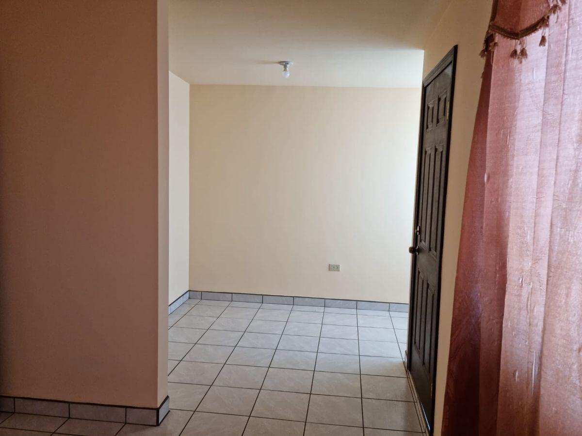 18 de 34: Área para un gran vestidor y salida al balcón