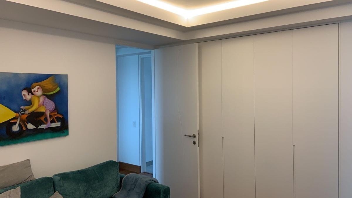 8 de 31: Closet ropa blanca sala de estar