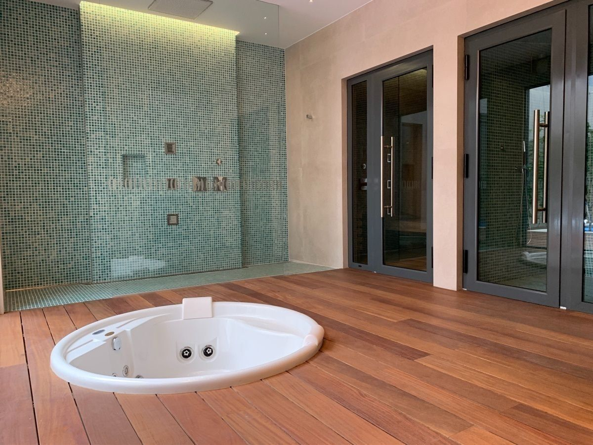 22 de 31: Jacuzzi, 2 tipos de sauna, ducha española