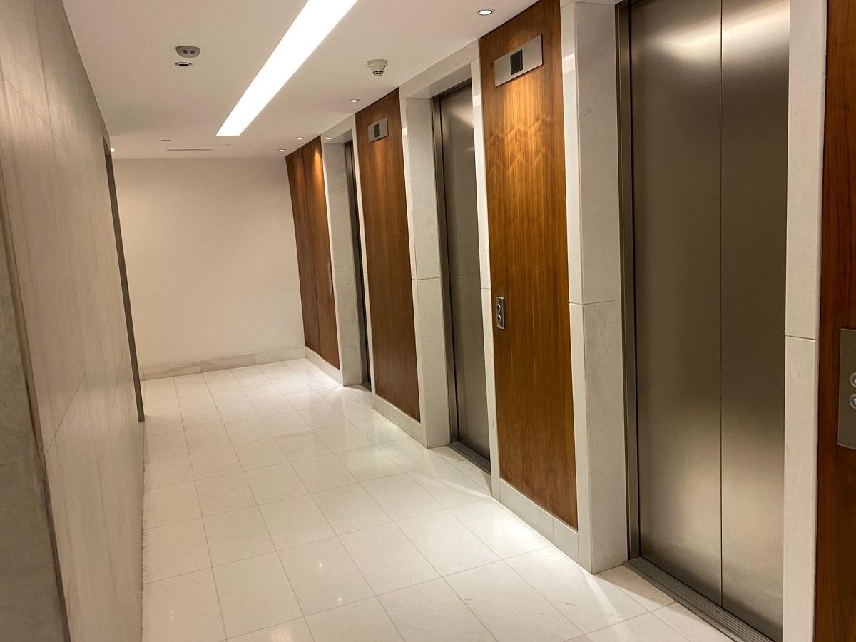 26 de 42: 3 elevadores por edificio
