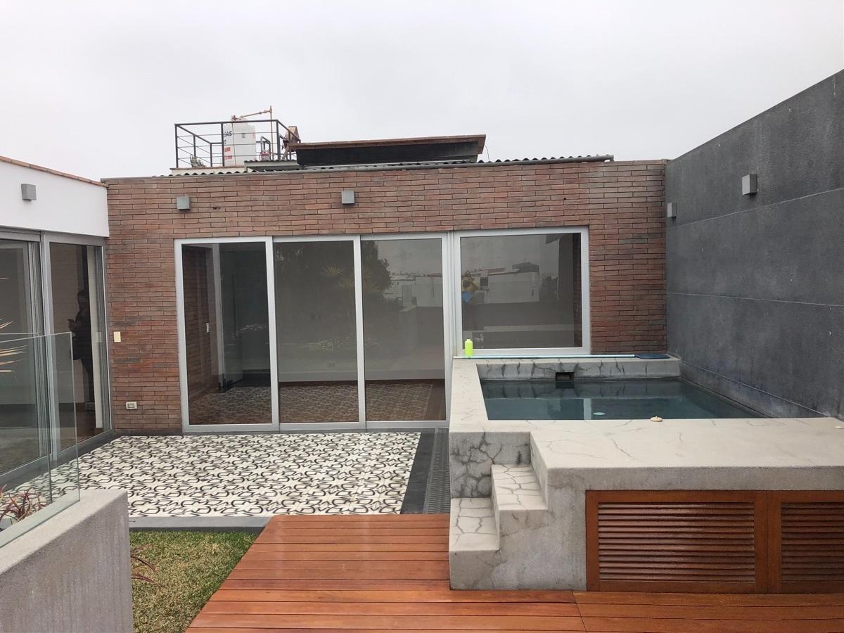 5 de 22: Terraza con piscina