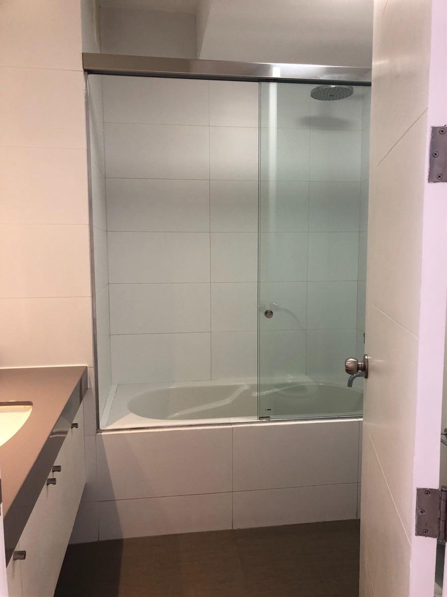 19 de 22: Baño que comparten dos dormitorios