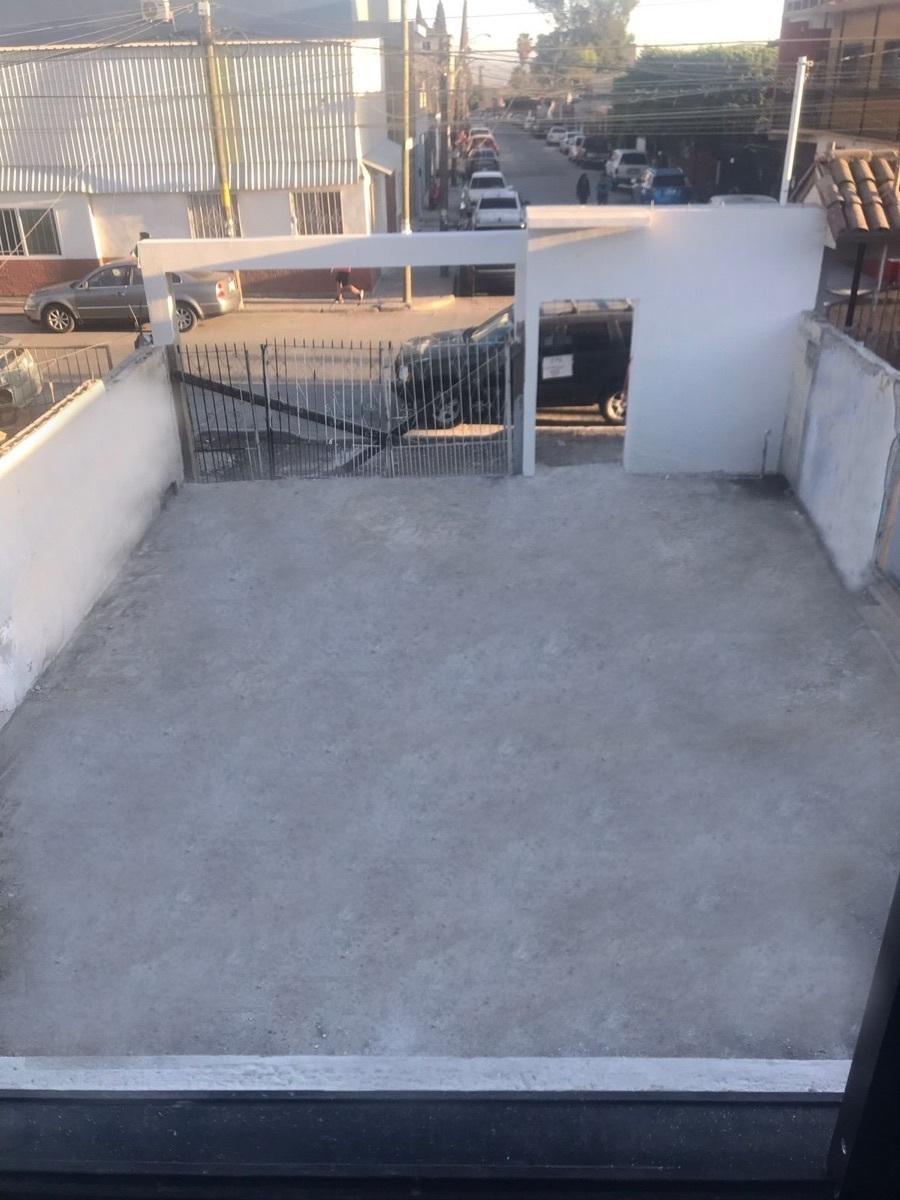 14 de 16: patio frontal/garage