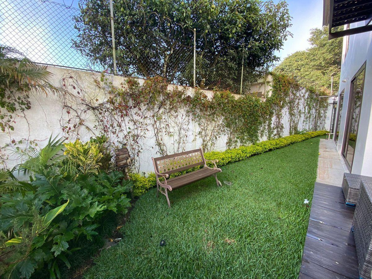 2 de 9: Amplio Jardín