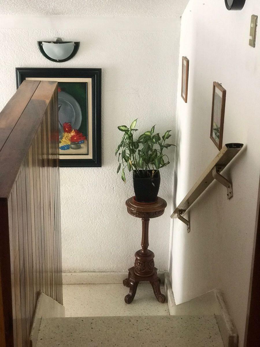 9 de 14: escaleras
