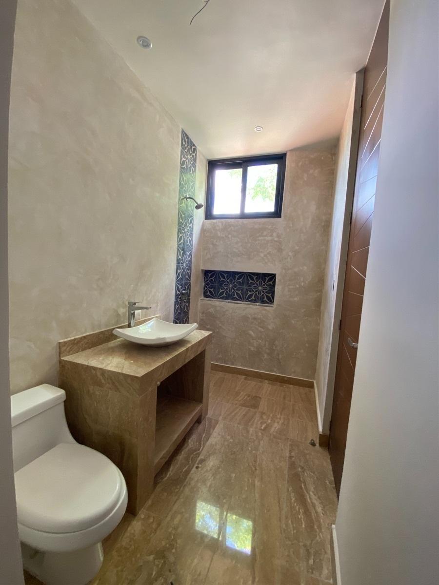 8 de 13: Baño completo 1 er piso