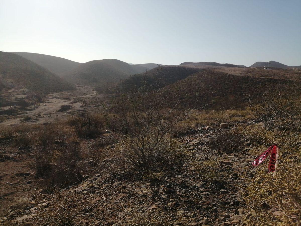 3 de 3: vista desde atras del cerro con otra panorámica
