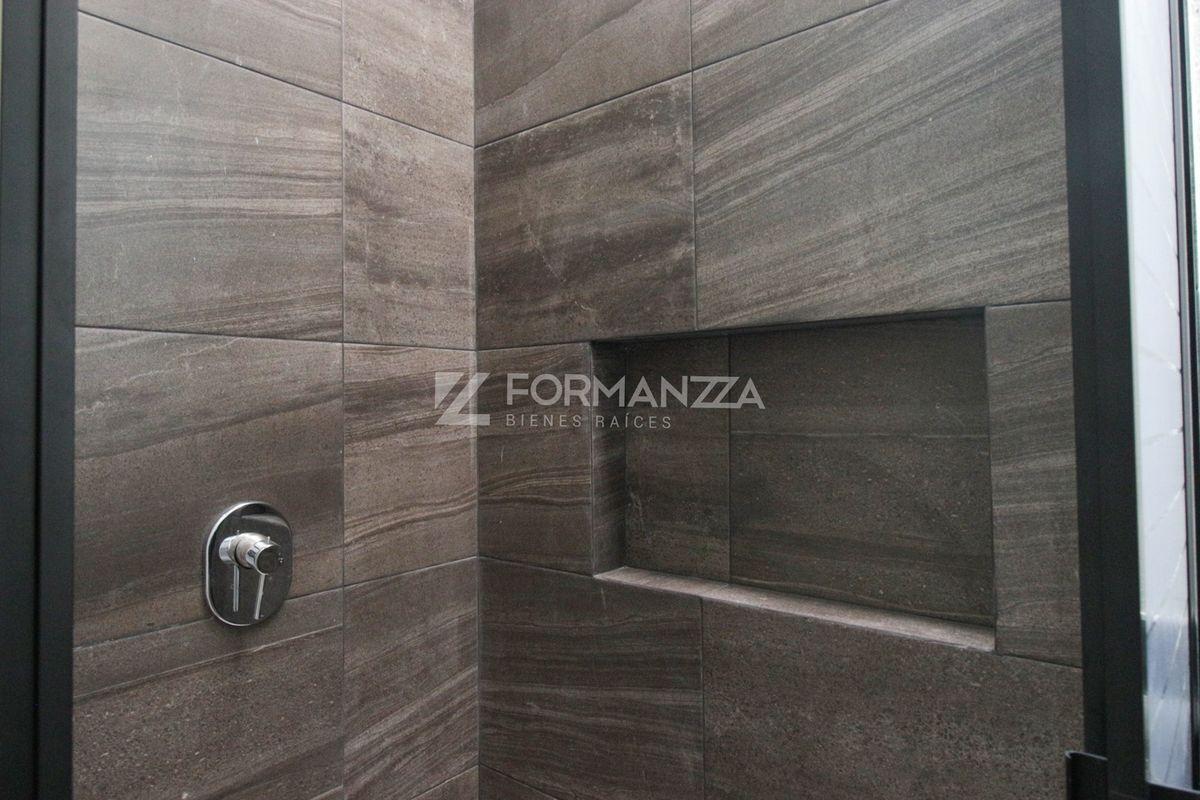 17 de 22: Detalle de azulejo en bañera.