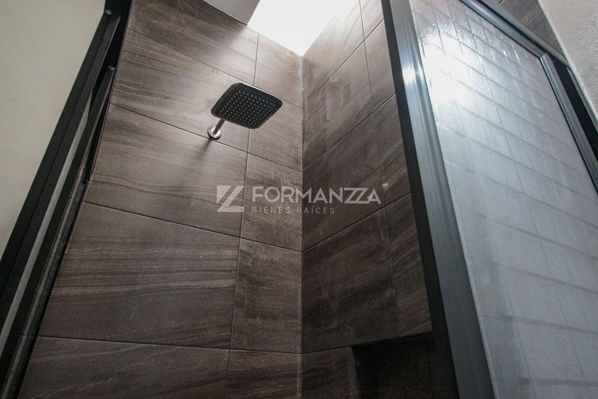 22 de 22: Bañera de segundo baño.