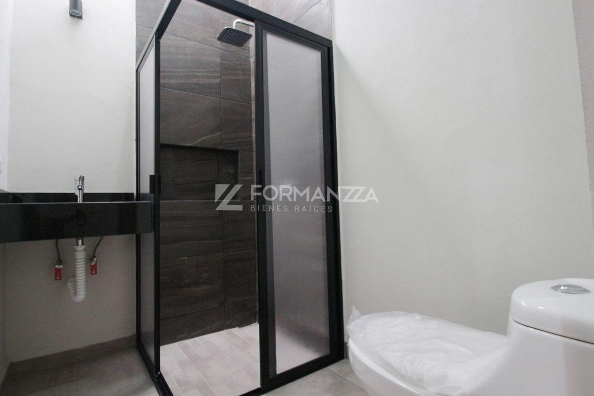 21 de 22: Baño exclusivo de habitación 2.