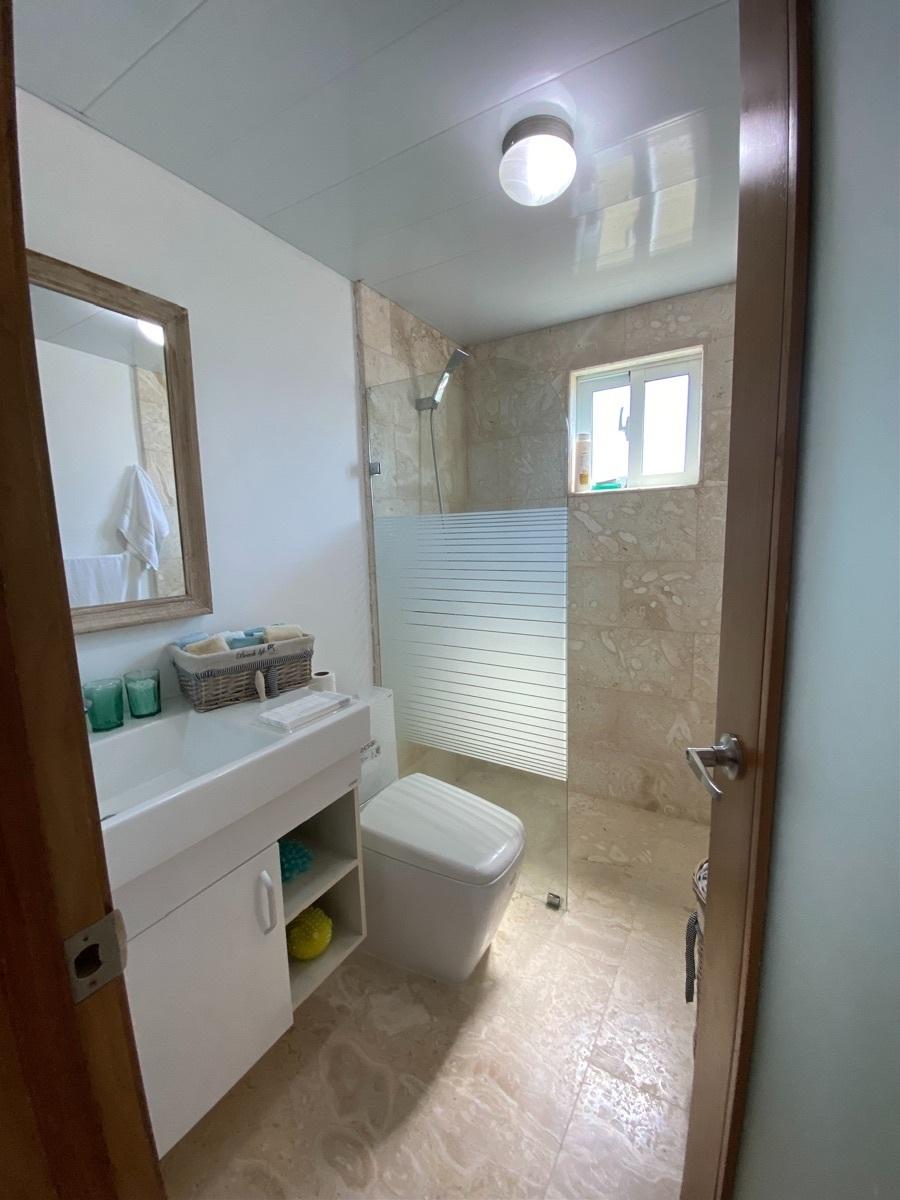 22 de 25: Baño de la 3ra habitación en el primer nivel