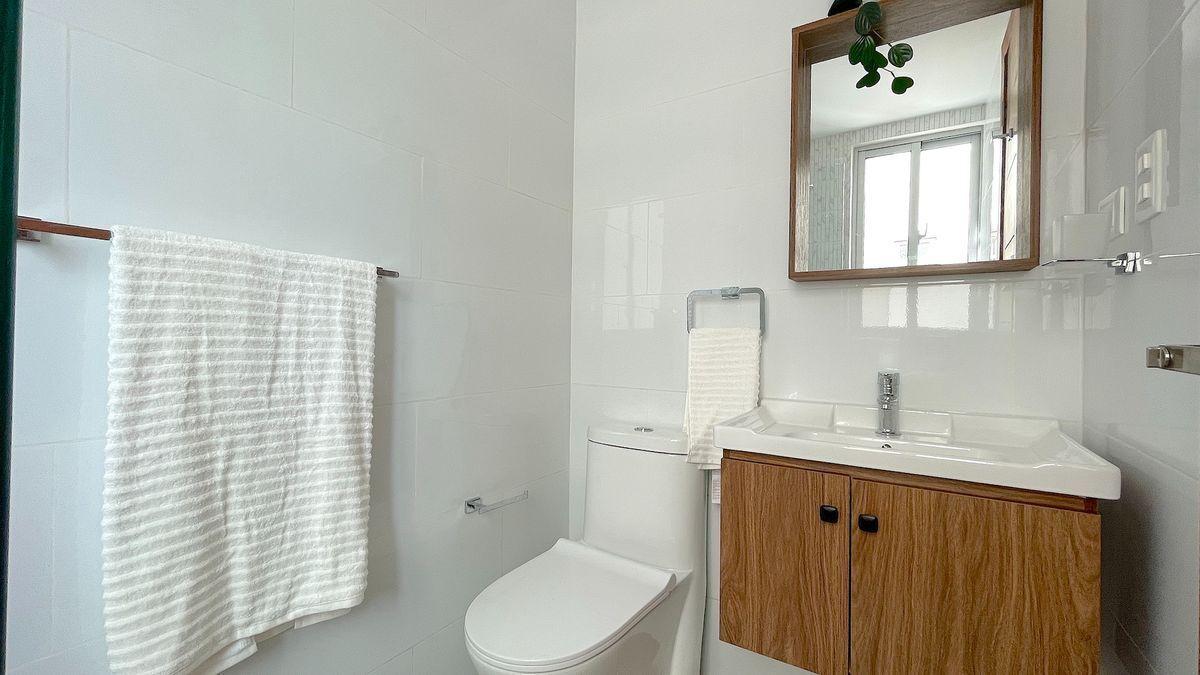 15 de 18: Baño dentro de habitación