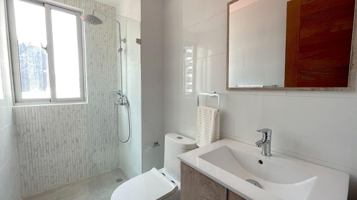 10 de 17: Baño habitación secundaria