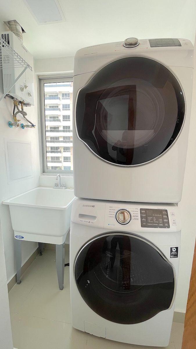 15 de 17: Area de lavado ventilada y clara con buenos electrodomestico