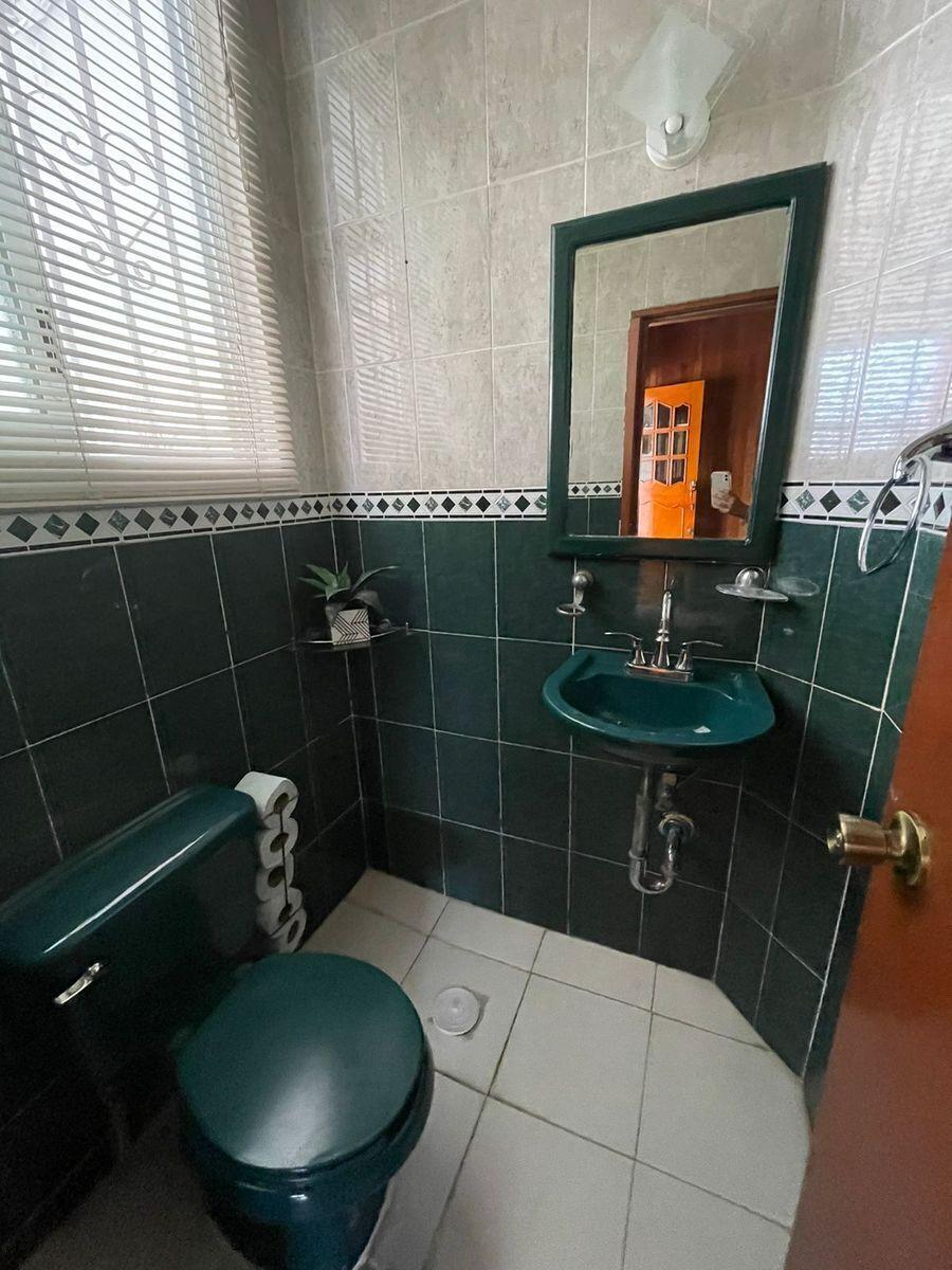 10 de 19: Medio baño en planta baja.