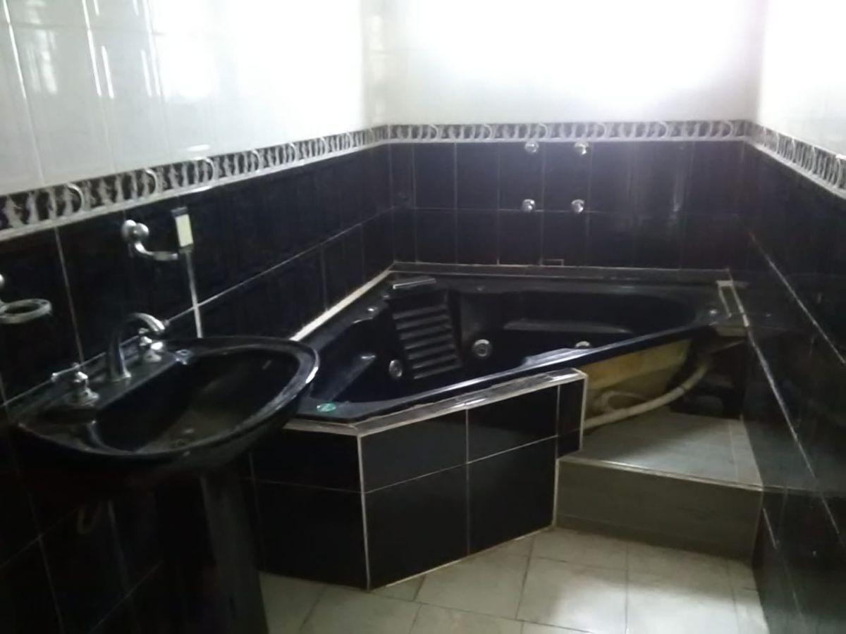 15 de 18: Baño principal