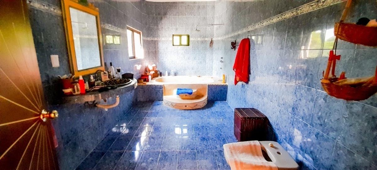 2 de 10: Baño de la recámara principal