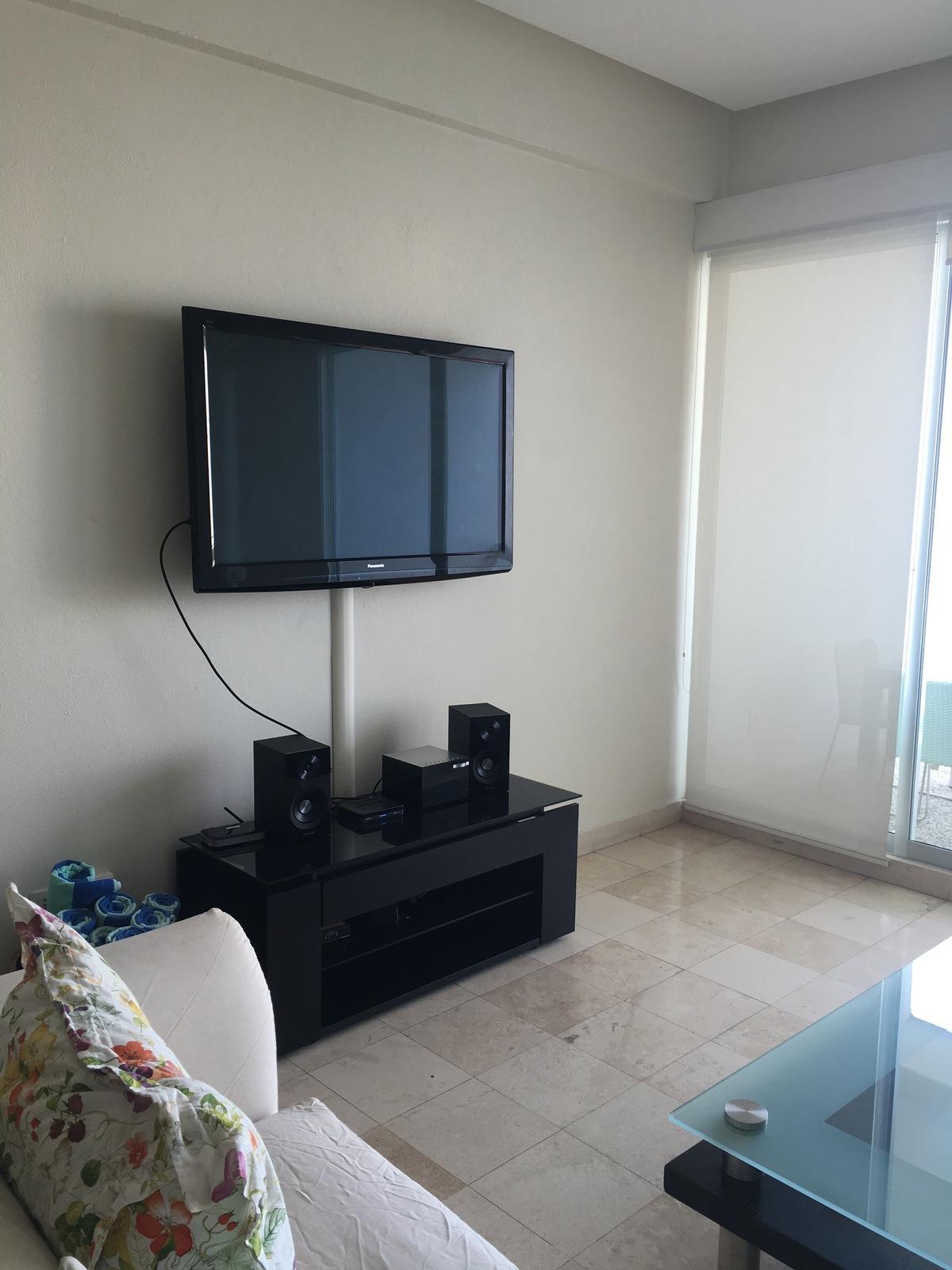 24 de 26: TV en estancia con servicio de cable