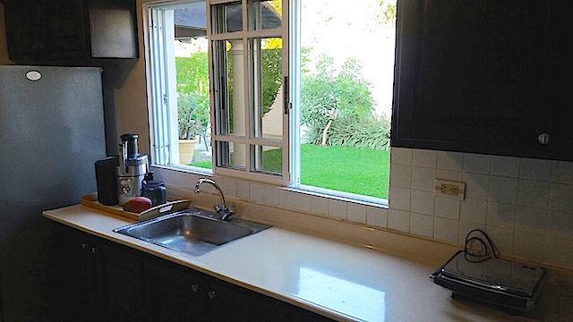 8 de 20: Cocina con vista al patio