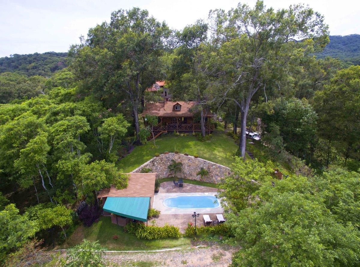 1 of 18: vista aerea de cabaña modelo y casa club