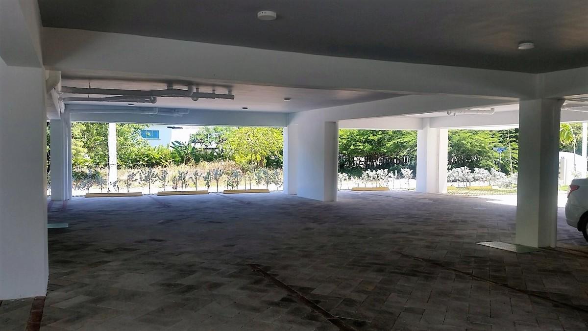 4 de 13: Estacionamiento techado