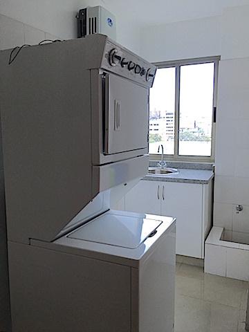 10 de 16: Area de lavado ventilada y equipada