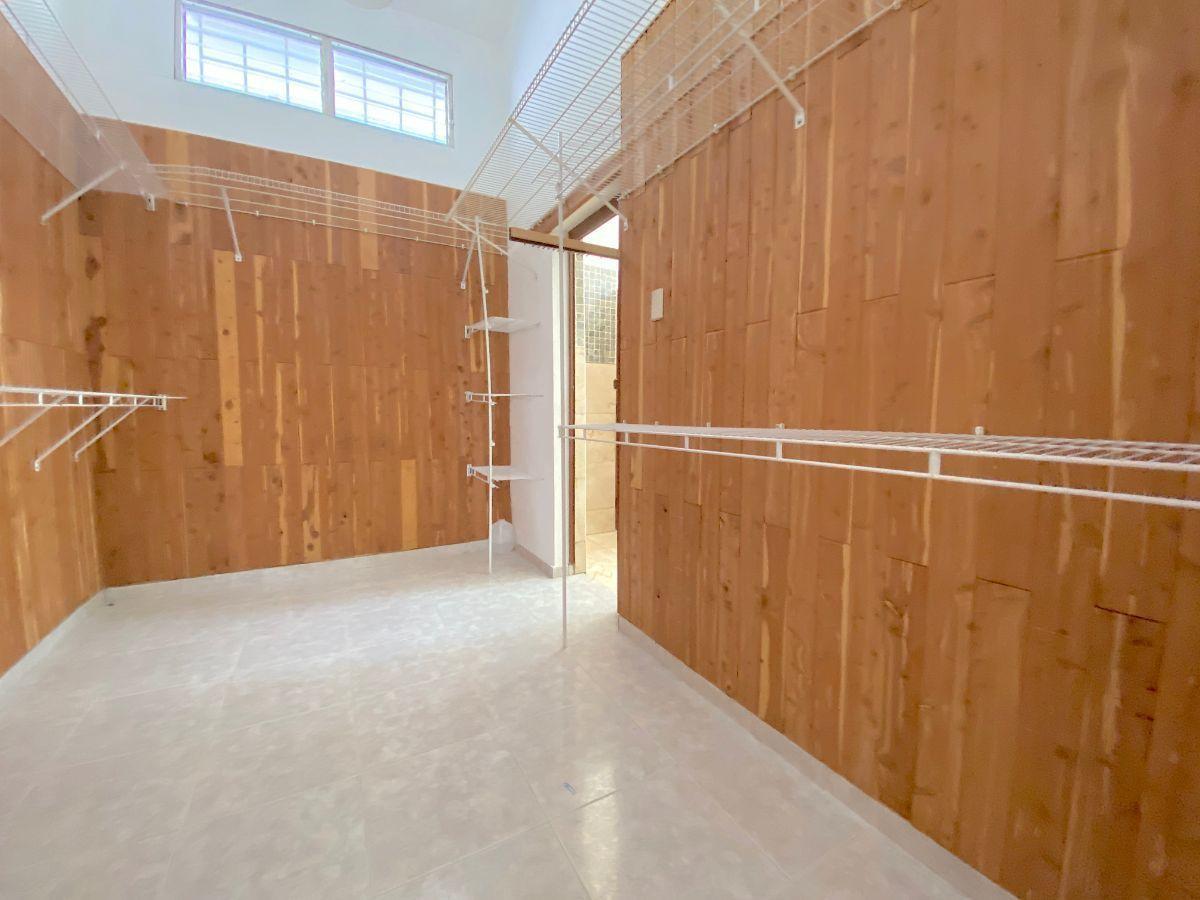 17 de 26: Habitaciones con Walk-in closet forrados y divididos