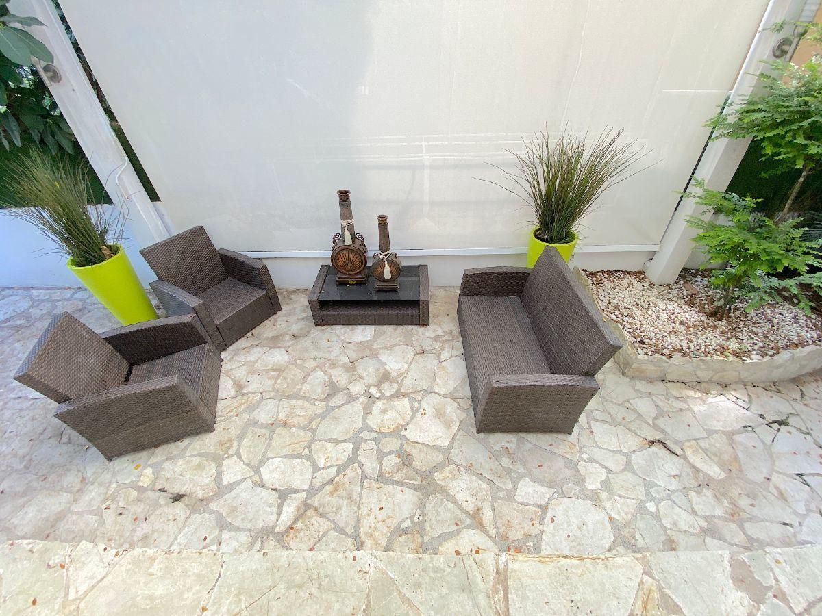 23 de 26: Area de terraza en el patio
