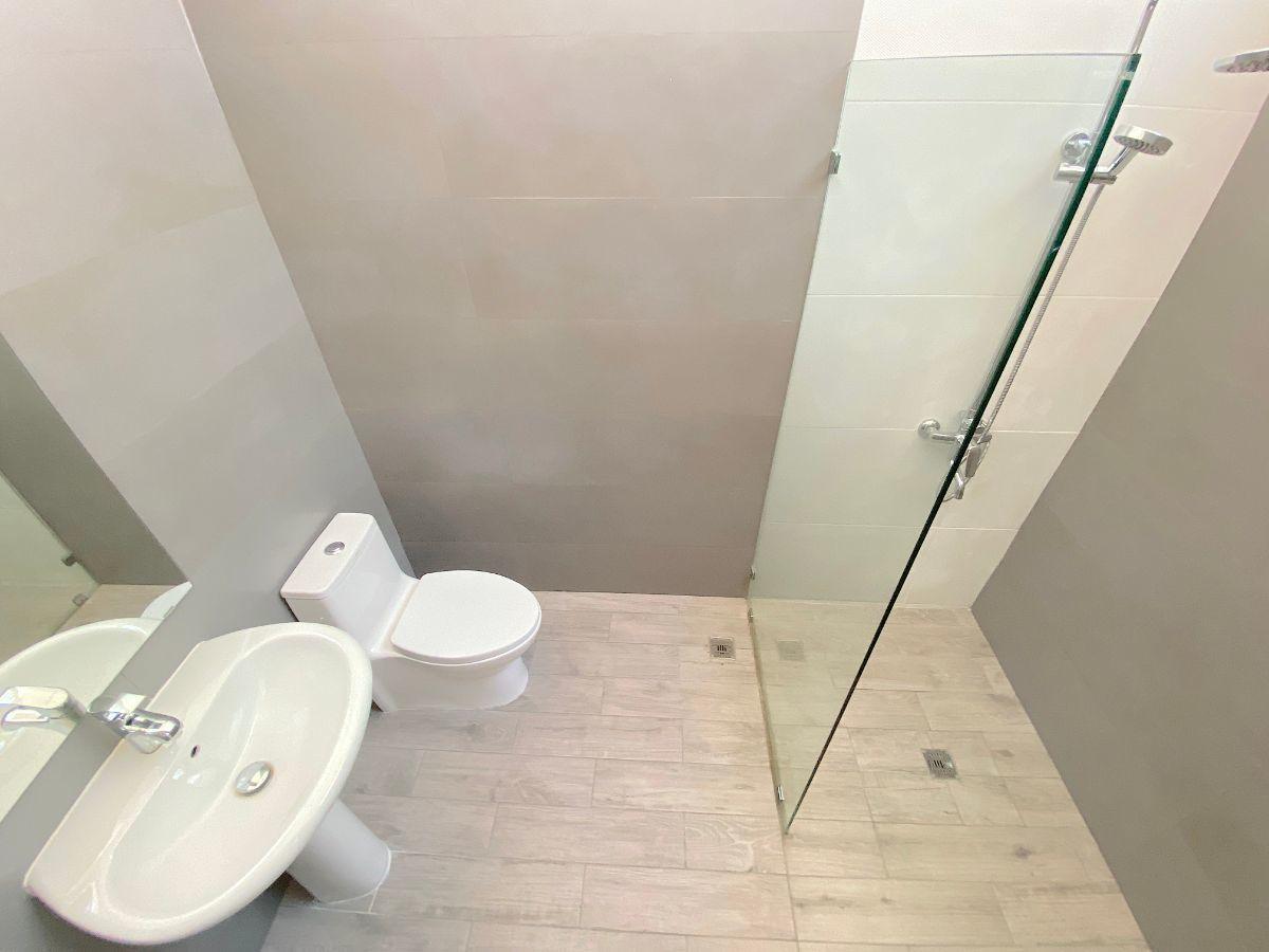 21 de 26: Baño habitación secundaria
