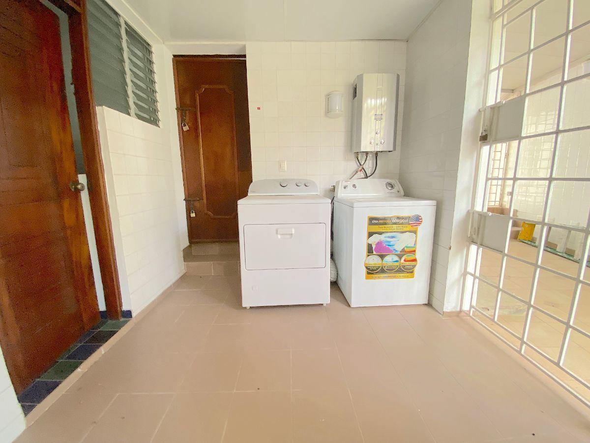 26 de 26: Muy buena ára de lavado y cuarto de servicio