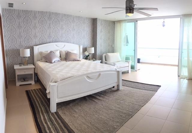 8 de 35: Dormitorio Principal con Balcon