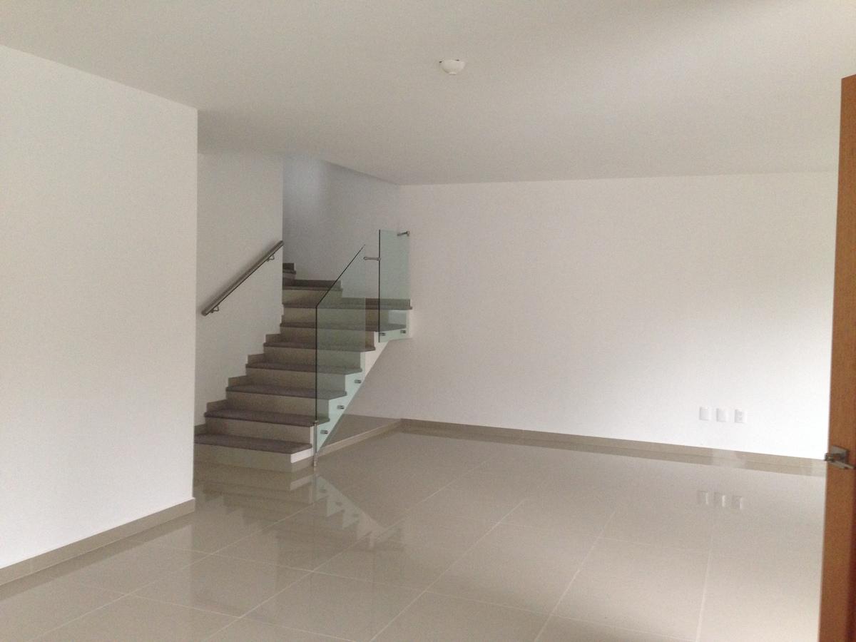 5 de 17: Escaleras de Sala