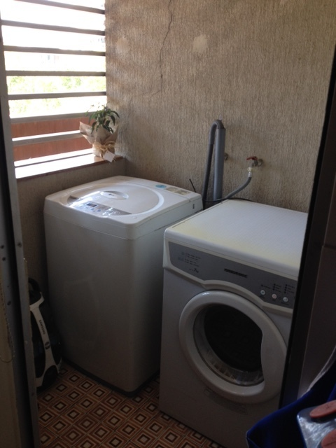10 de 33: Loggia con lavadora y secadora.