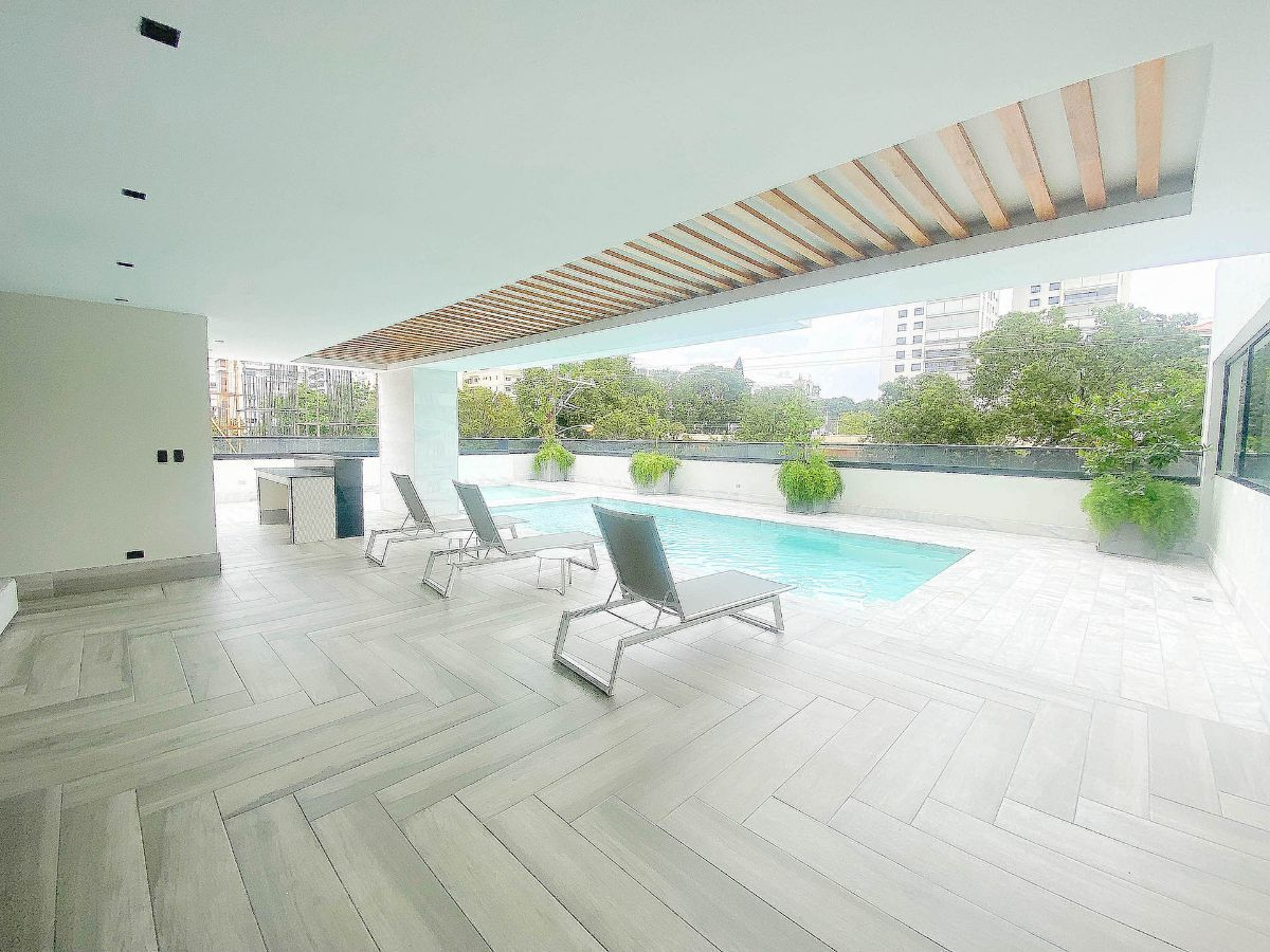 1 de 21: Piscina y terraza. Baños comunes con sauna