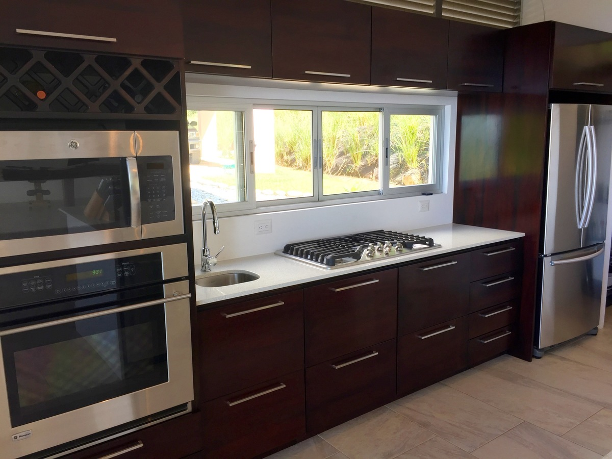 4 of 44: Large kitchen with quartz countertops & stainless appliances
