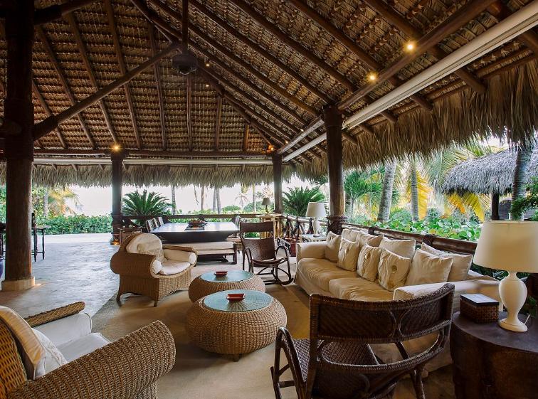 2 de 9: Lounge area with ocean views