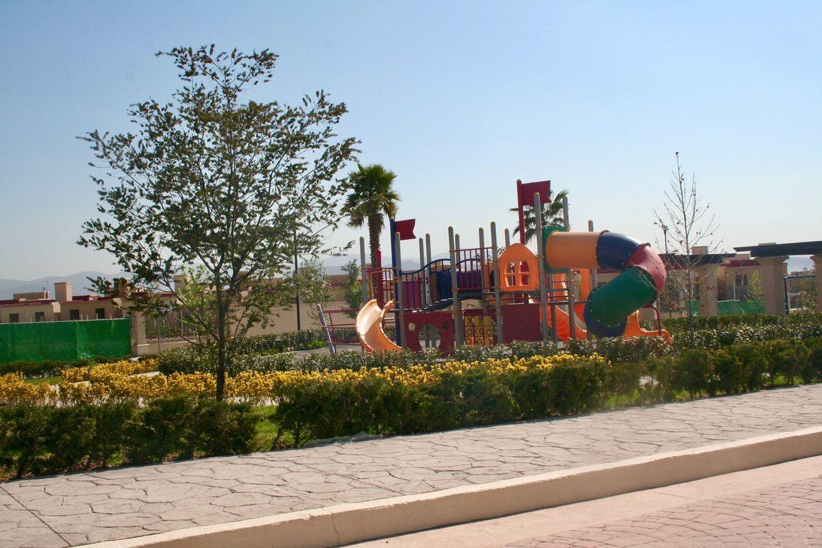 12 de 21: Areas verdes con juegos infantiles - Provenza Residencial