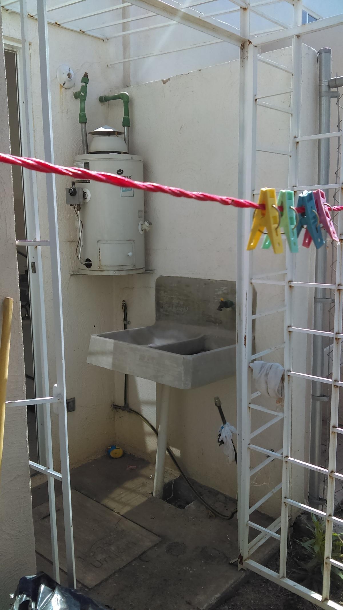 7 de 14: Patio de servicio (Área de lavado)
