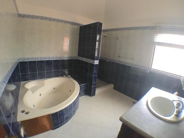 16 de 18: Baño habitación principal