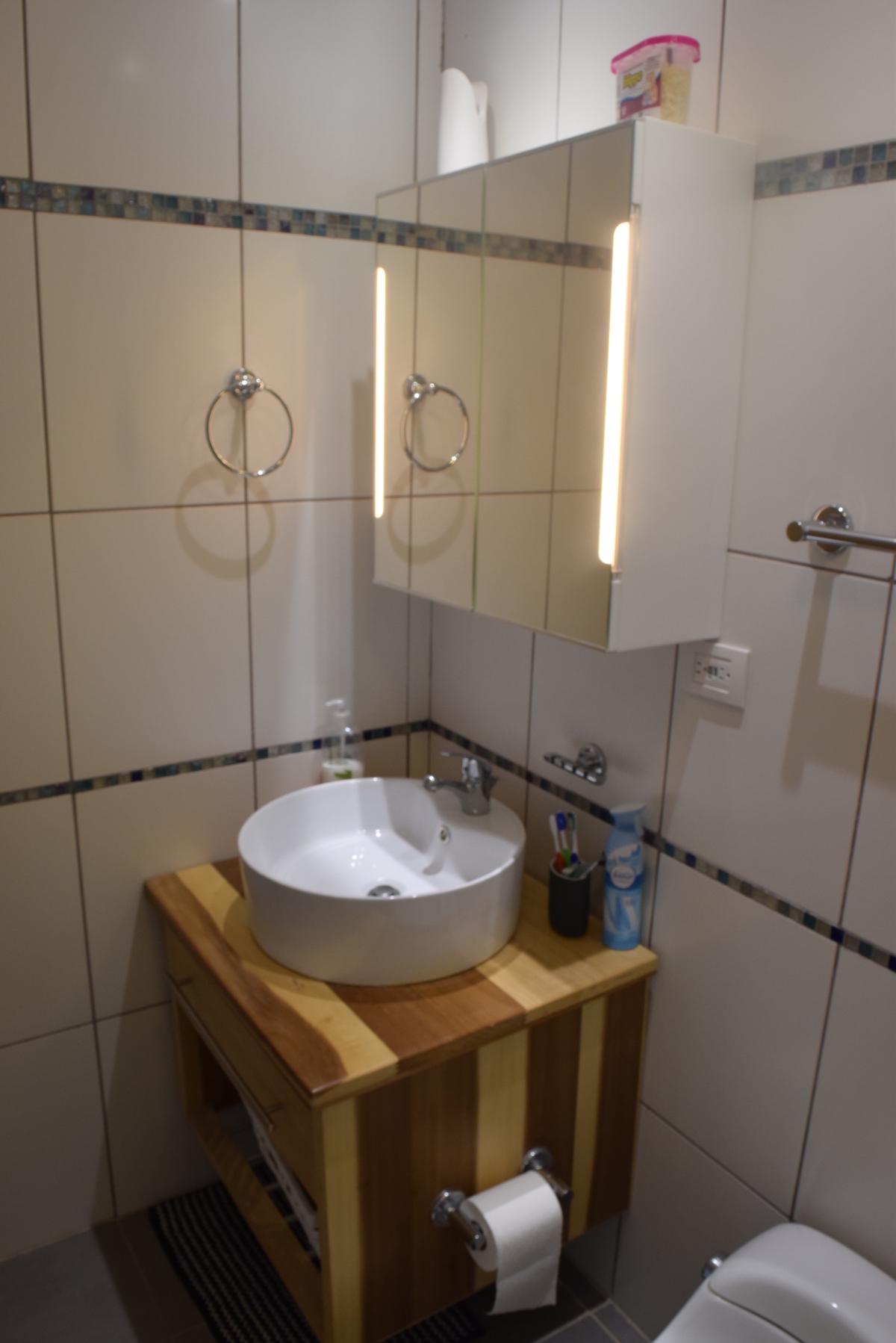 14 de 18: Detalle de lavamanos