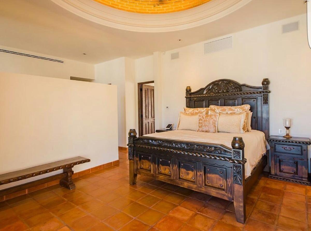 5 de 20: Master Bedroom, King Size Bed
