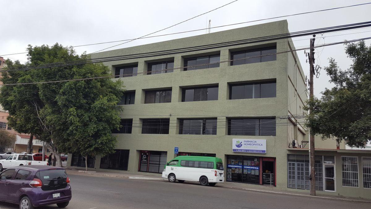 2 de 20: Fachada Calle Constitución