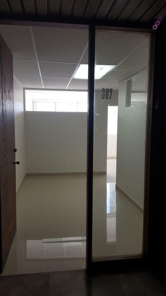 4 de 20: Oficina 305
