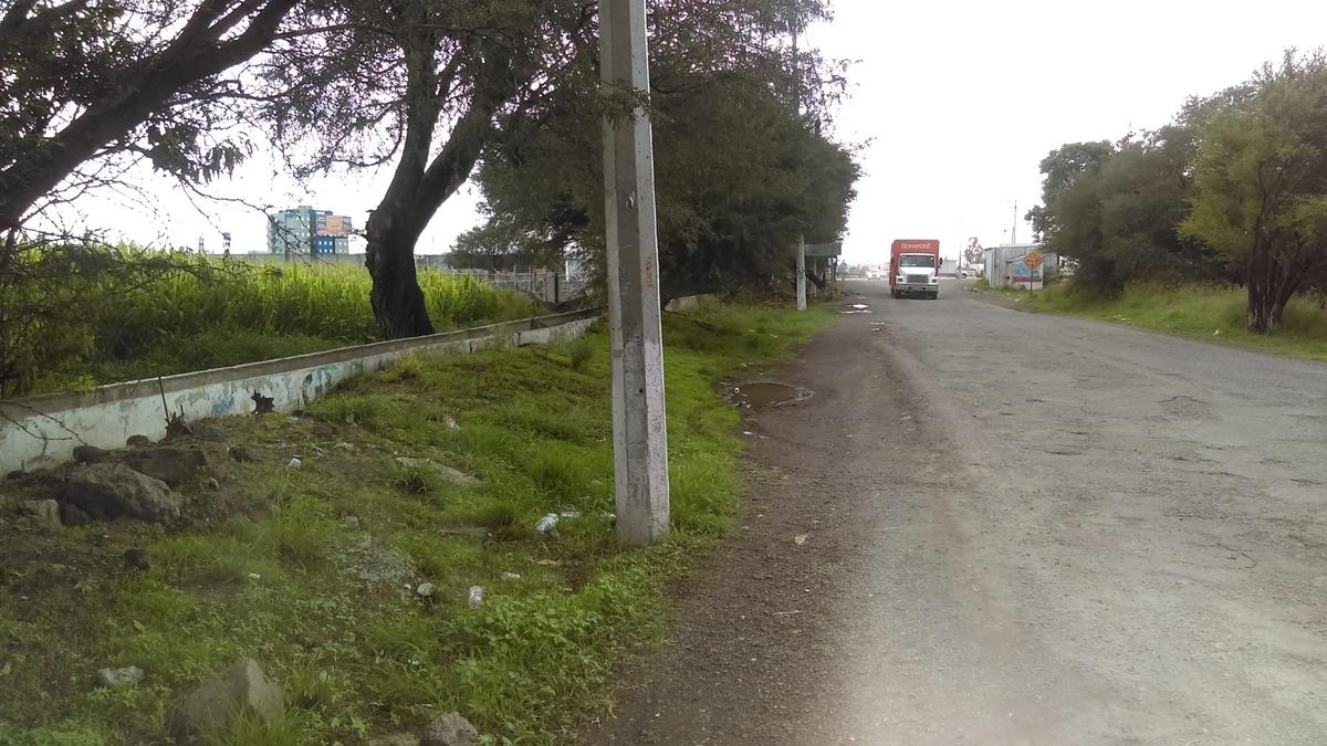 2 de 6: Camino de entrada al pueblo.