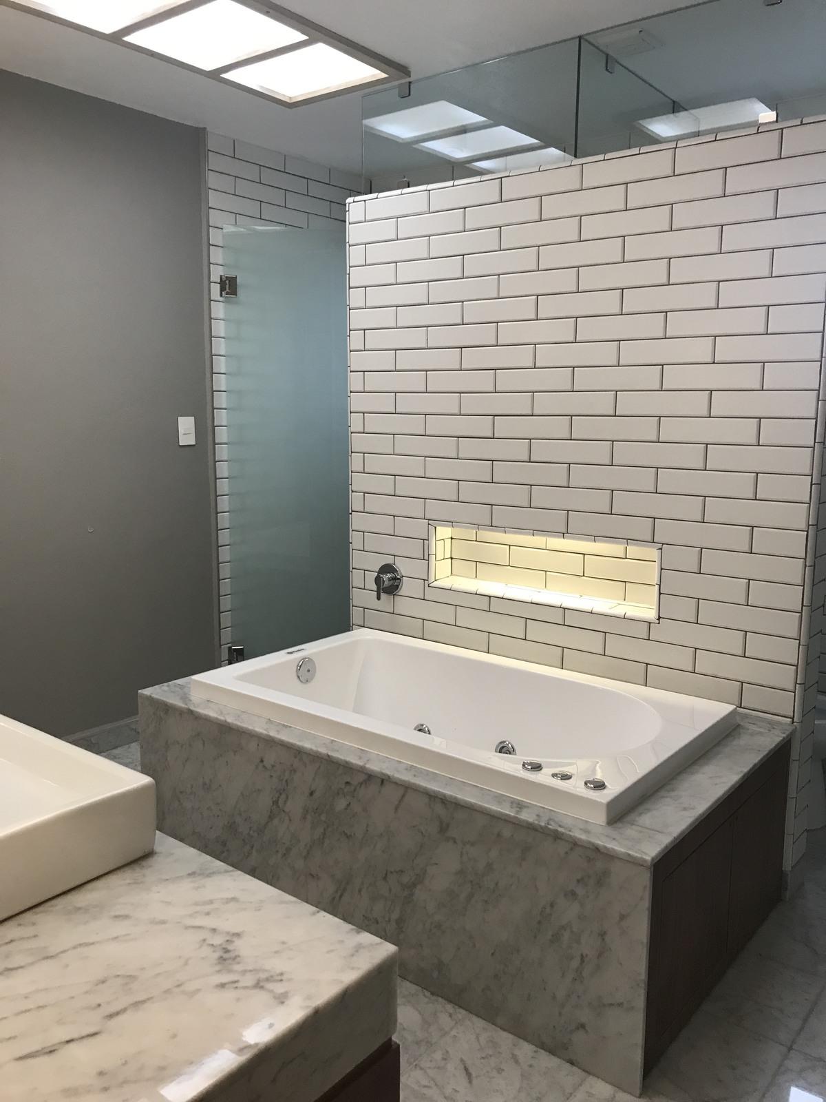 11 de 18: baño principal con jacuzzi